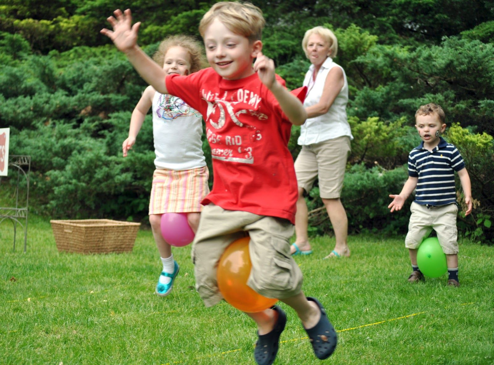 Pin By Kristen Conklin On Party Games Outdoor Picnic Basic Skills In Relay Race Blog Balloon 16001183 Pixels Family Reunion