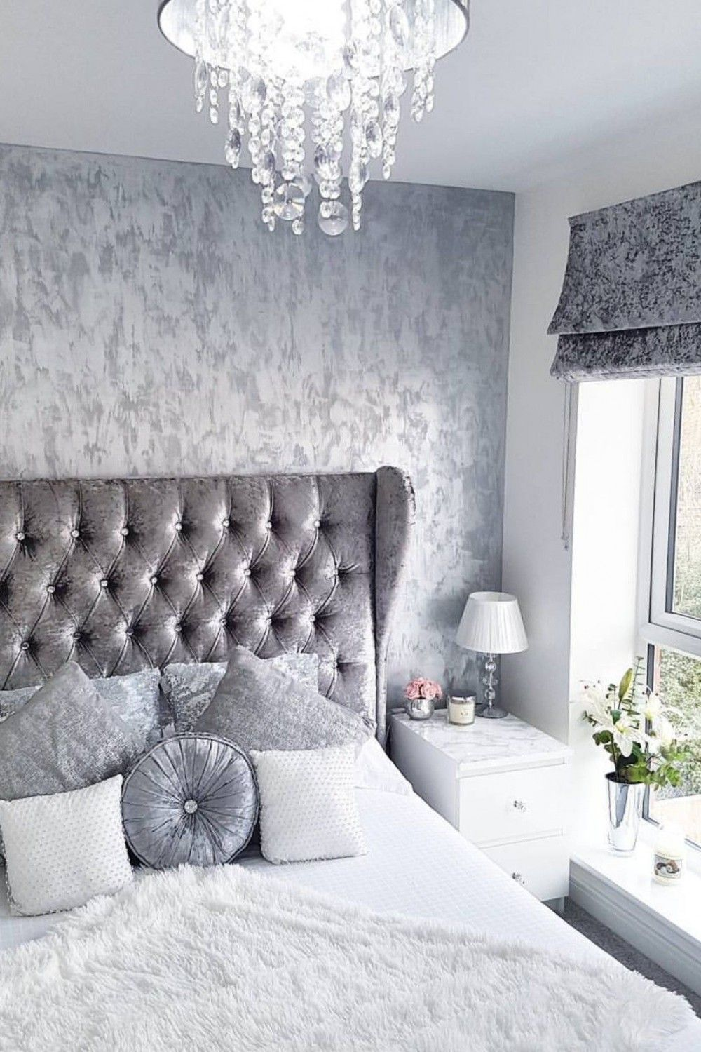 Pin By Khaay Ellis On Decor In 2020 With Images Silver Bedroom White Gold Bedroom Silver Decor Living Room