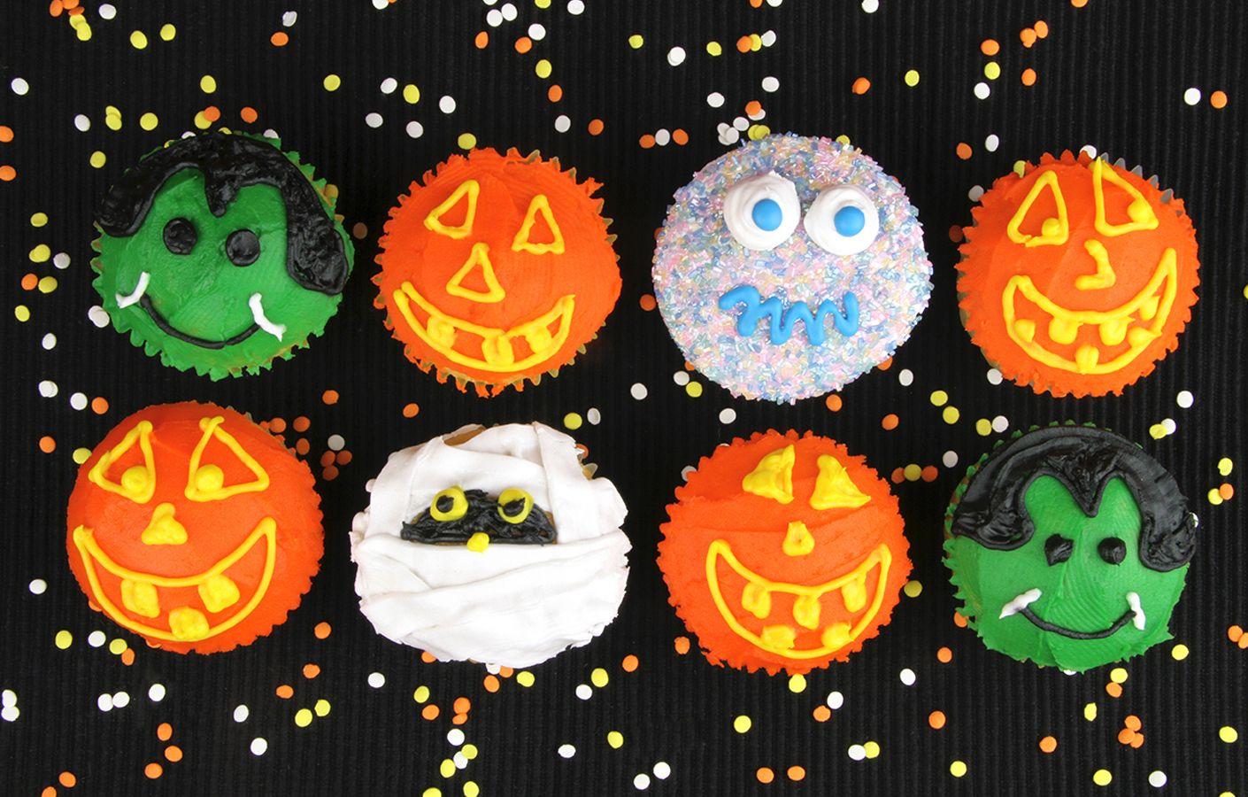 halloween icing cupcakes