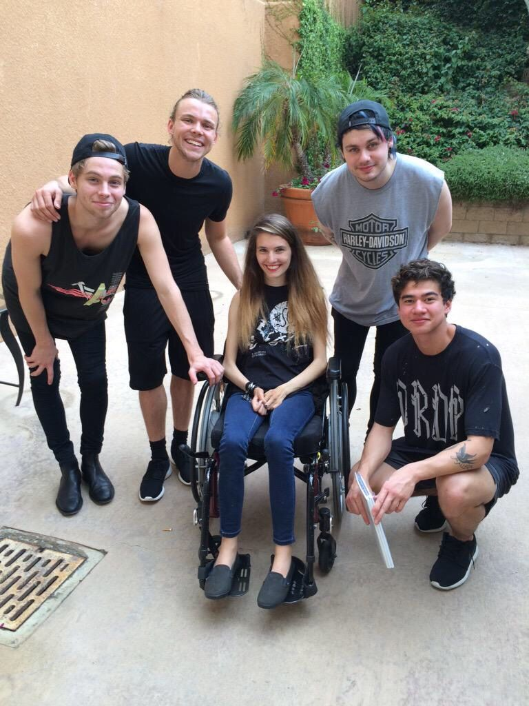 Backstage with a fan in chula vista july 18 2015 x happy she backstage with a fan in chula vista july 18 2015 x happy she got to meet them but i so wish i couldve been her m4hsunfo
