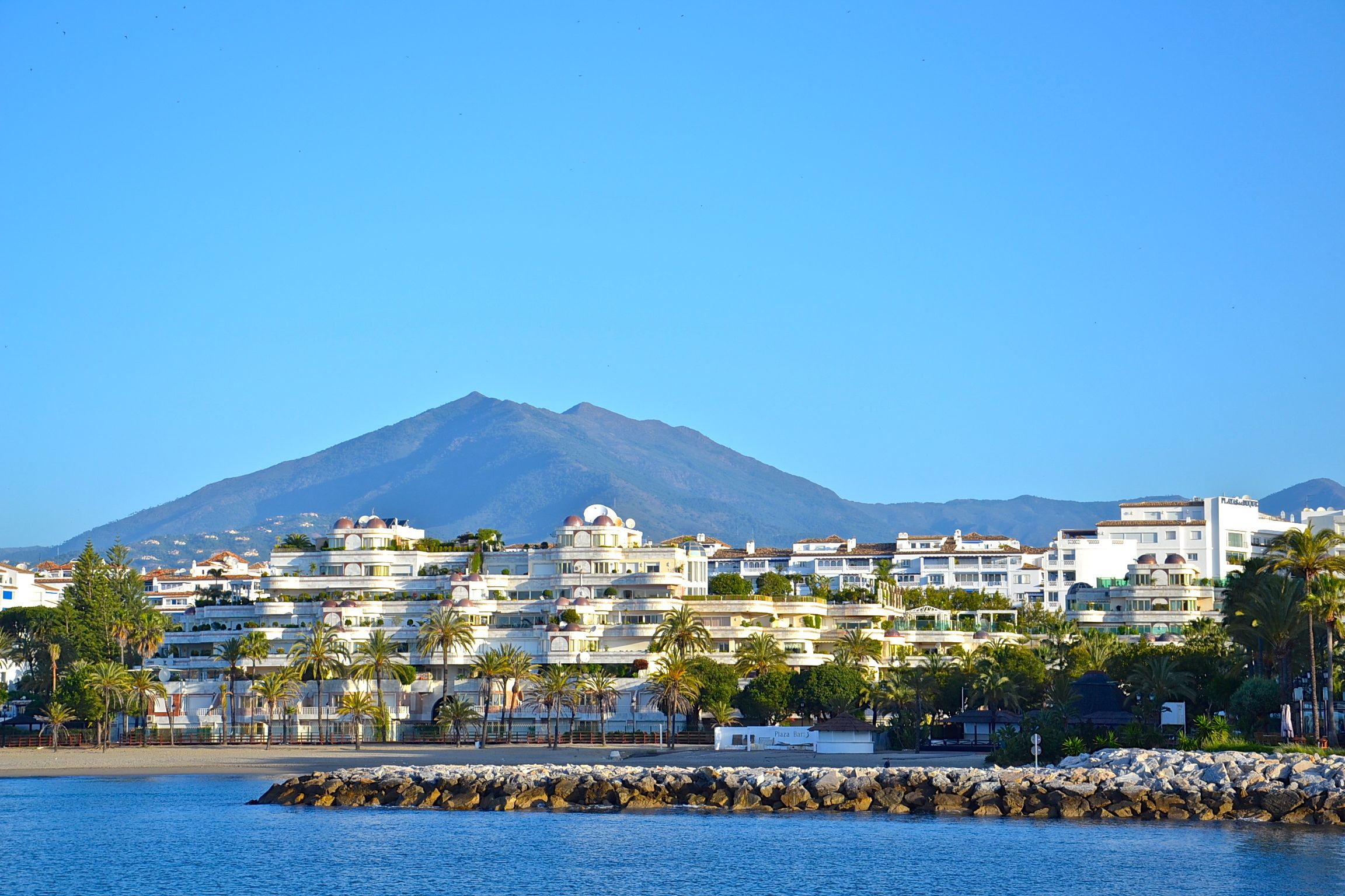 Views of gray d albion apartments in puerto banus marbella espa a pinterest puerto banus - Gray d albion puerto banus ...