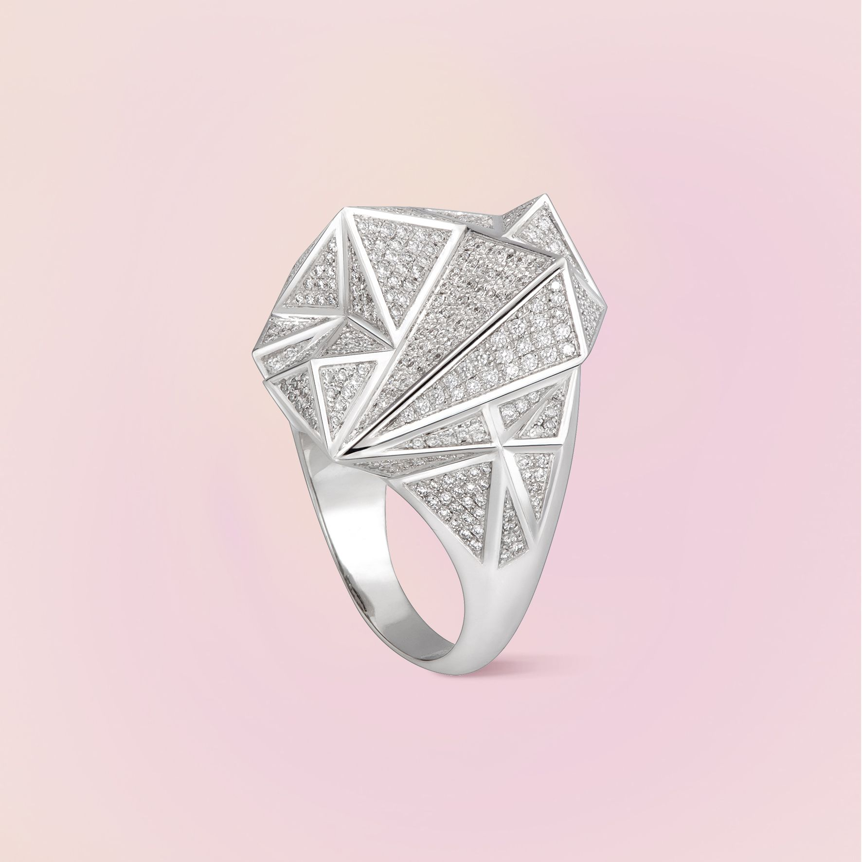Carrera y Carrera launches its brand new collection called El Retiro. The jewelry collection pays tribute to the splendor of nature throughout the seasons of the year and to the love stories that unfold in parks like El Retiro in Madrid. Picture: Invierno maxi ring