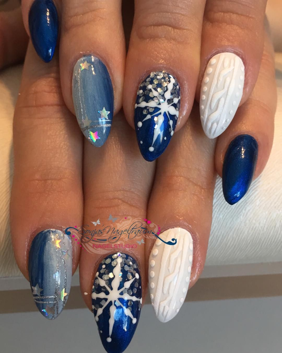# # Clous d'hiver clous de Noël # # # Glitter flocon de neige modèle tricot # # Gelnägeldesign Alors ...  #Alors #clous #d39hiver #de #flocon #Gelnägeldesign #glitter #modèle #neige #Noël #tricot #neiged#39;hiver