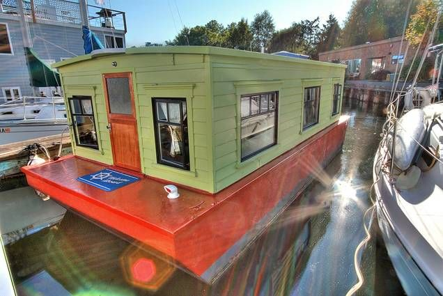artistic studio houseboat in seattle that 39 s for sale for 55 000 houseboats pinterest. Black Bedroom Furniture Sets. Home Design Ideas