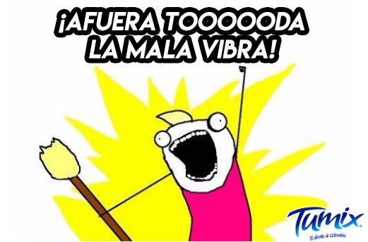 Cuando se barre hacia afuera de la casa, las malas energías se van, ¿mito o realidad? #SerFrescoEsSerColombiano