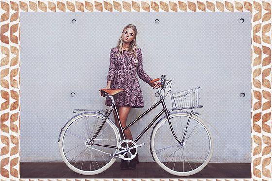 Velo Vintage Bike, Pull & Bear Boots