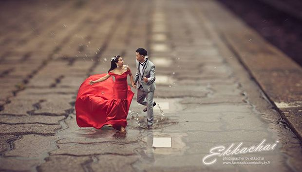 25 unique wedding photography poses turns couples into miniature people http www