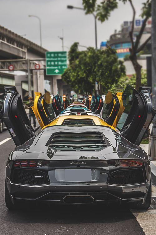 Lamborghini Aventador Es Un Coche Deportivo Muy Elegante Y Rapido