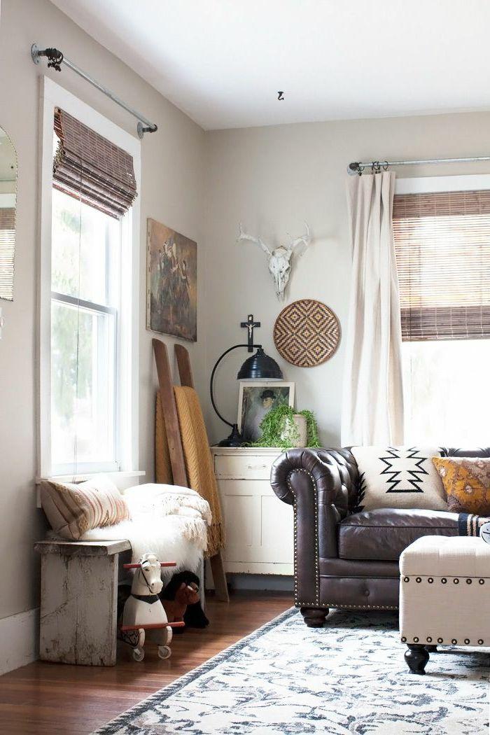 Wohnzimmer Streichen Ideen Beige Wände Ledersofa Raffrollo Rustikale  Sitzbank