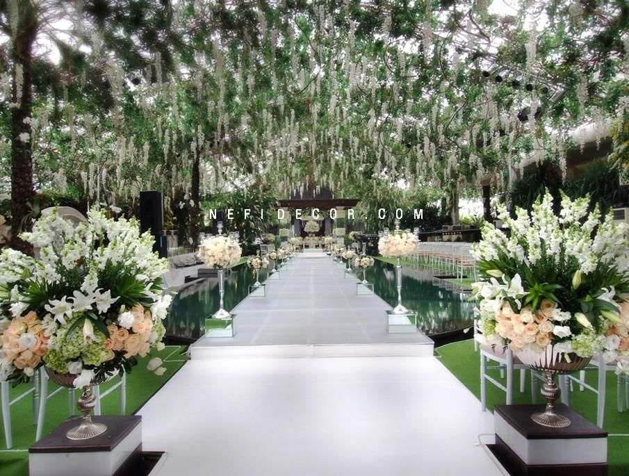 Jeyson and laurie nefi decor wedding hanging flowers pool aisle jeyson and laurie nefi decor wedding hanging flowers pool aisle junglespirit Choice Image