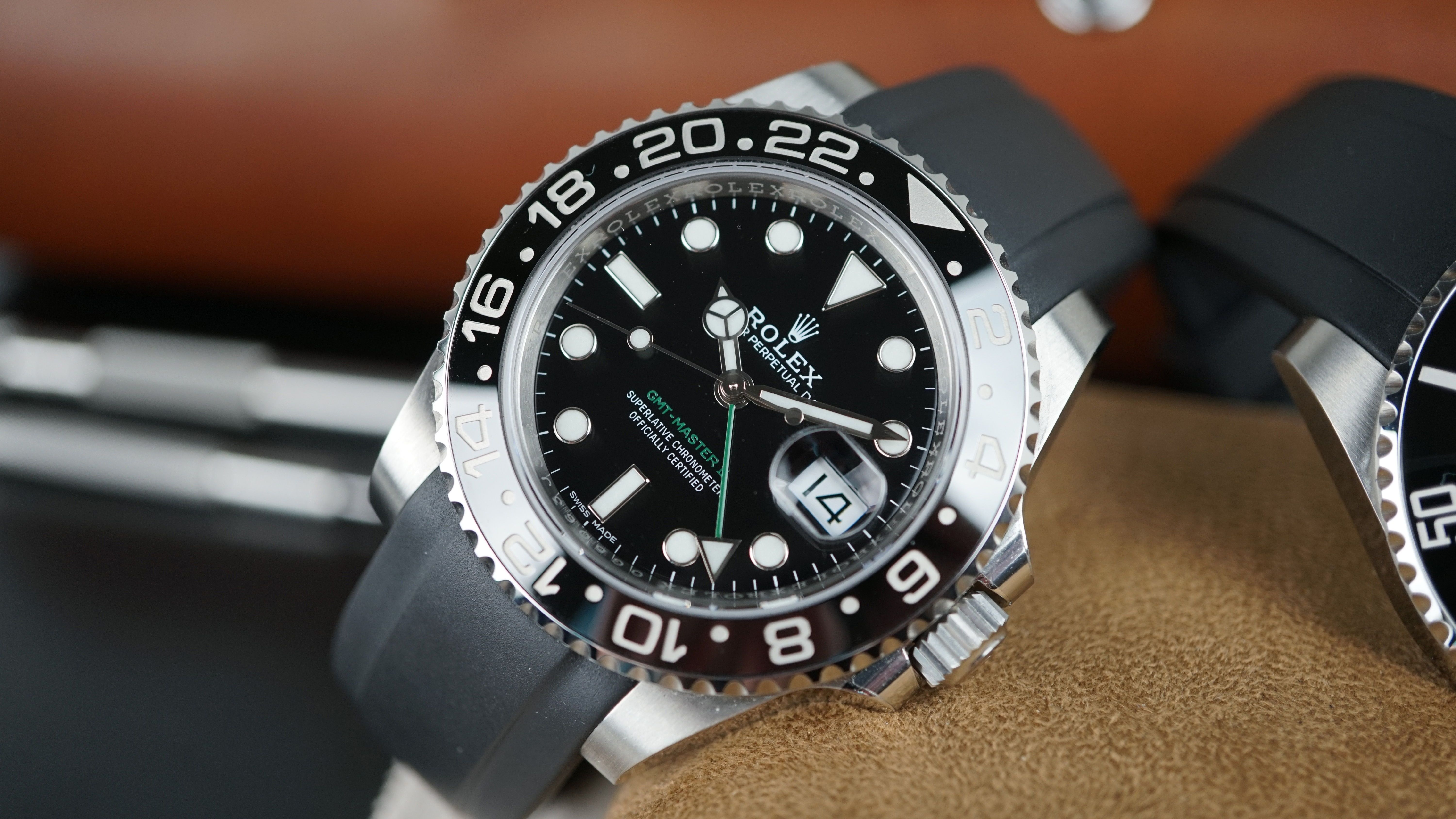 Black Rubber Looks Sharp On The Gmt Ceramic Ln Customize Your Rolex Watch At Www Everestbands Com Rolexpepsi Blnr Gmtmas Rolex Watches Rolex Gmt Rolex