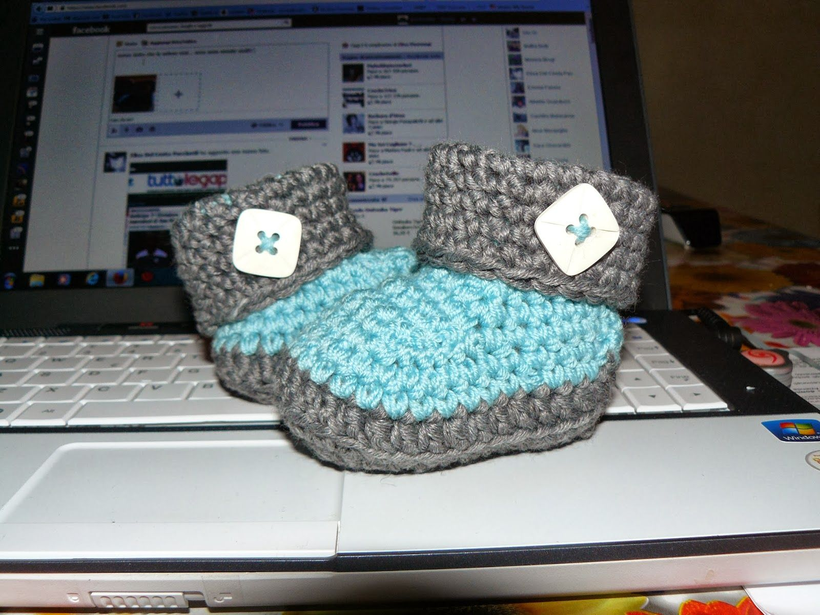 crochet boots shoes scarpine lana http://ricamomagliaecucito.blogspot.it/ https://www.facebook.com/UnaTiraLAltra