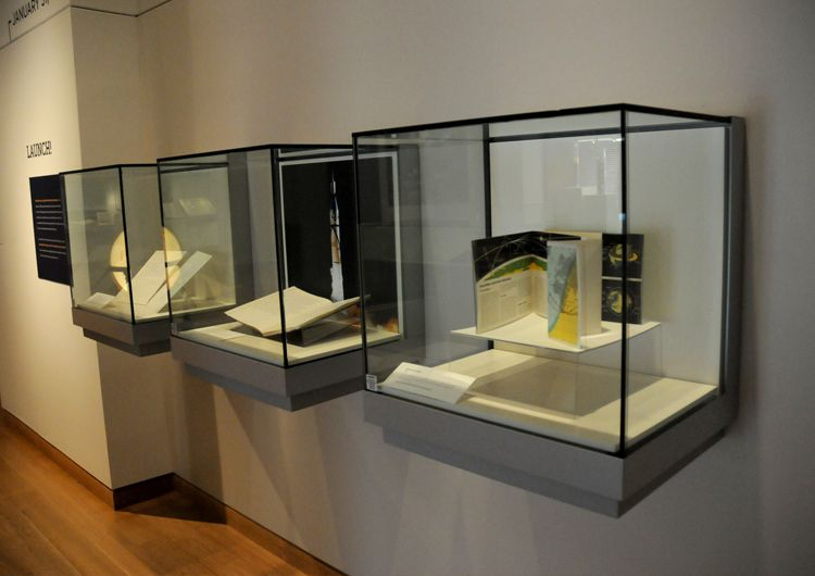 Exhibition Display Cabinets : Zone display cases products wall museum