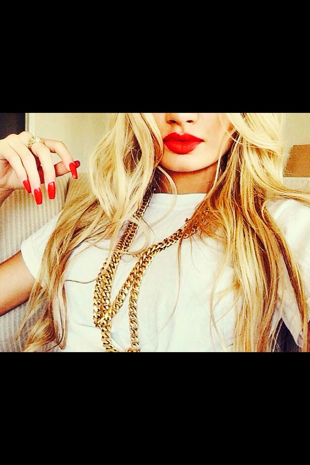 Red Lips, red. Nails & white t-Shirt