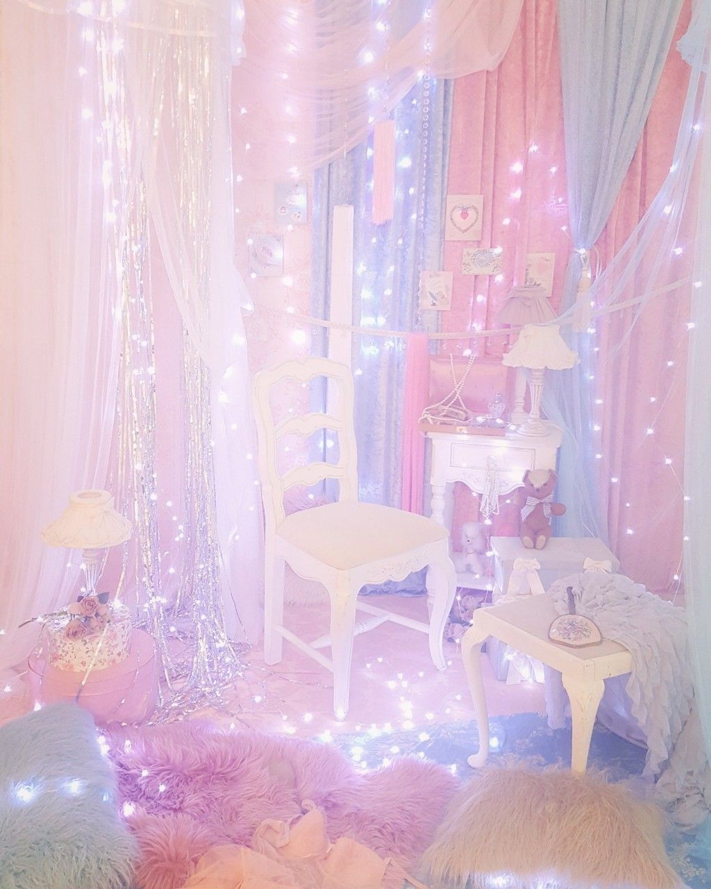 Kiss hug kiss bedrooms unicorn rooms unicorn bedroom pastel room for Unicorn bedroom theme