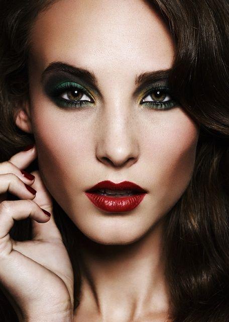 Beautiful Green Smokey Eye Green Smokey Eye Makeup Red Lip Makeup