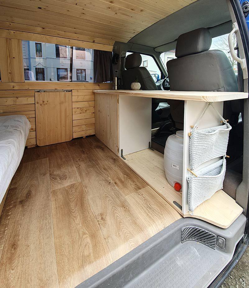 Campingzeit: So kannst Du einen VW Bus umbauen