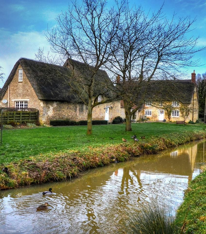 Thatched Cottages In Grafton Underwood, Northamptonshire