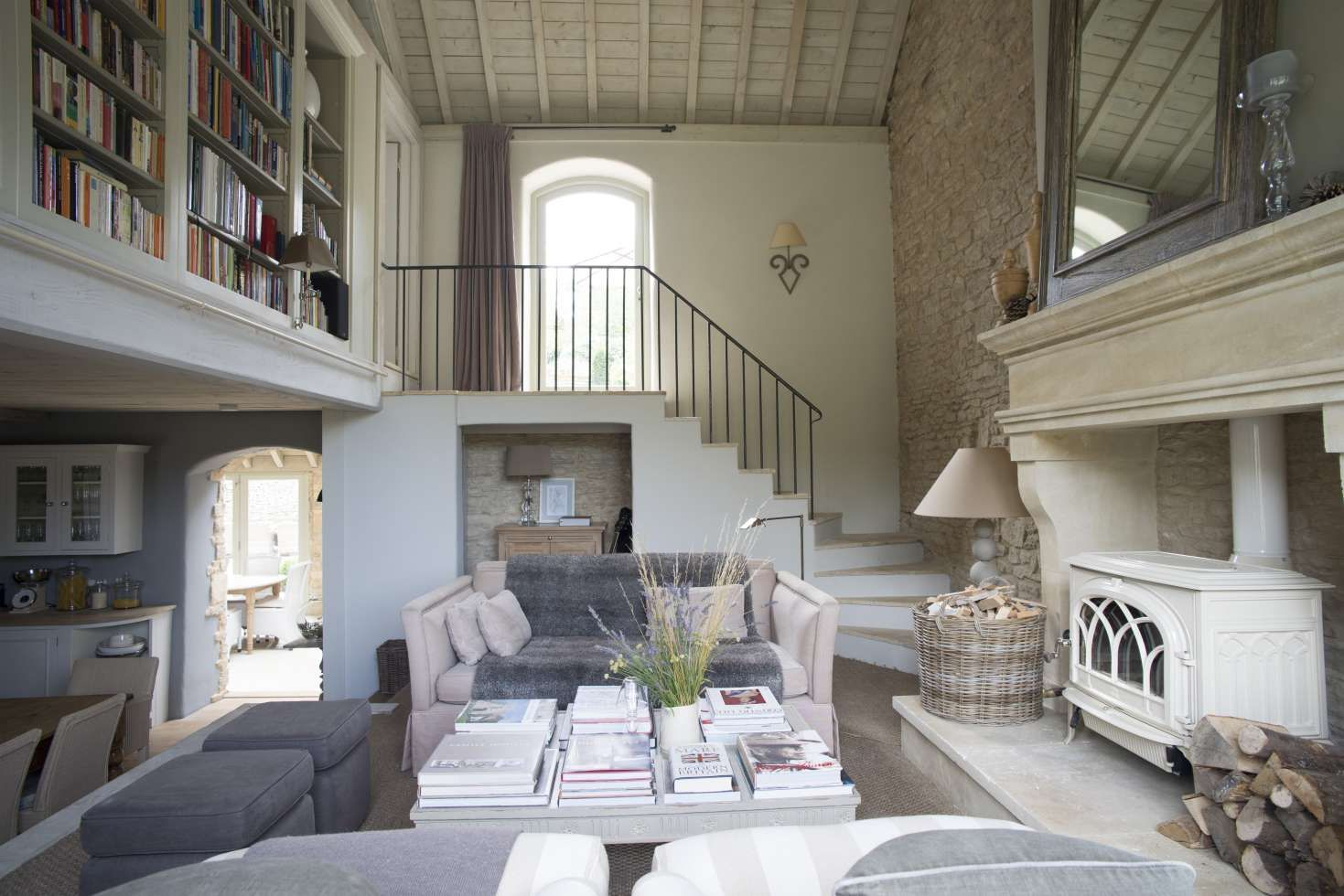 Resultado De Imagen Para Schuur Ombouwen Tot Woning Oude Woning Con Imagenes Decor Inspiration Tiny House Rooms Decored