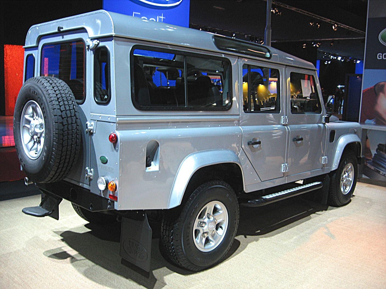 File Land Rover Defender 110 Rear View Jpg Land Rover Defender Land Rover Defender 110 Defender 110