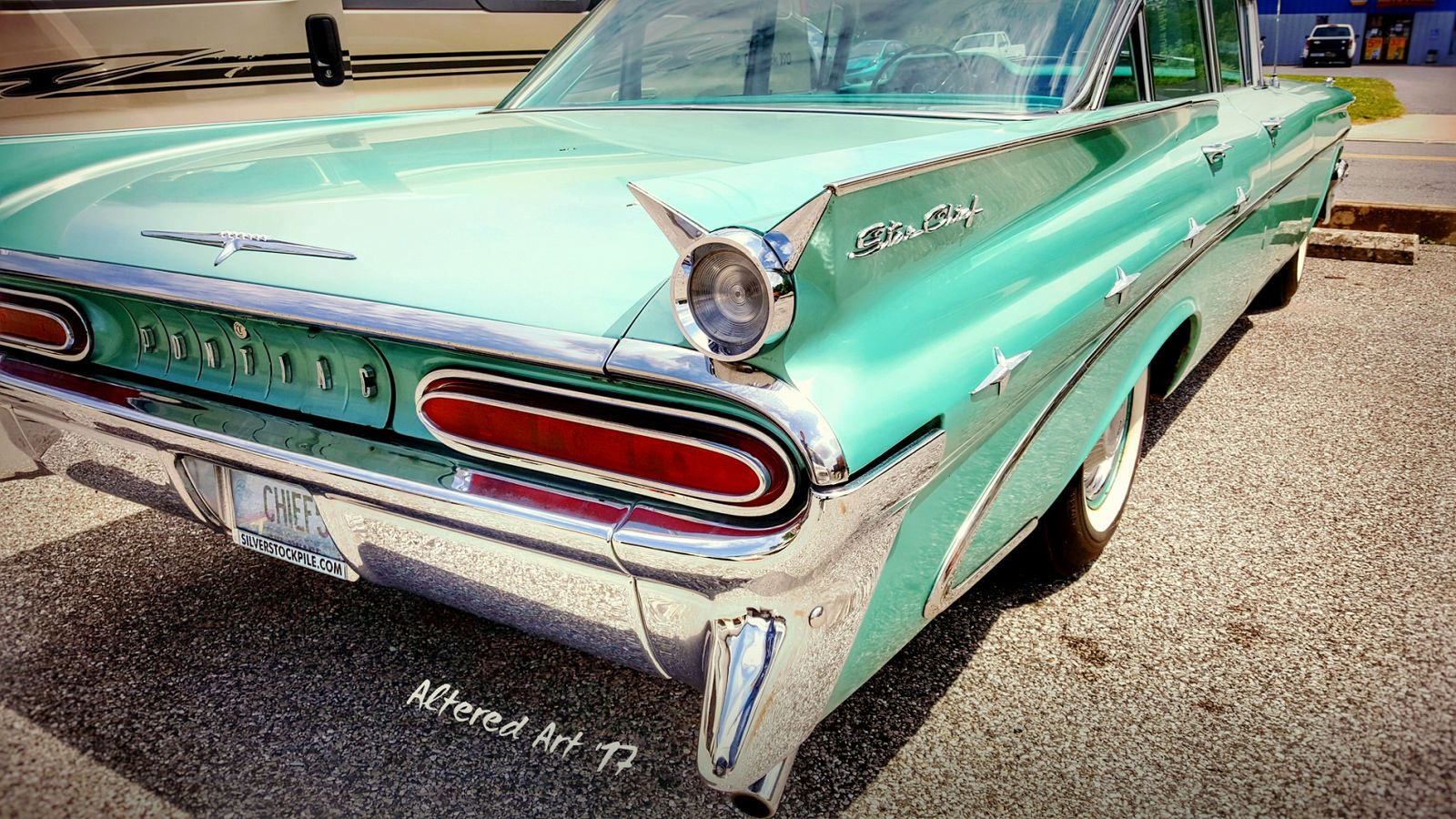 Fins on a Pontiac Starchief! Cool old cars