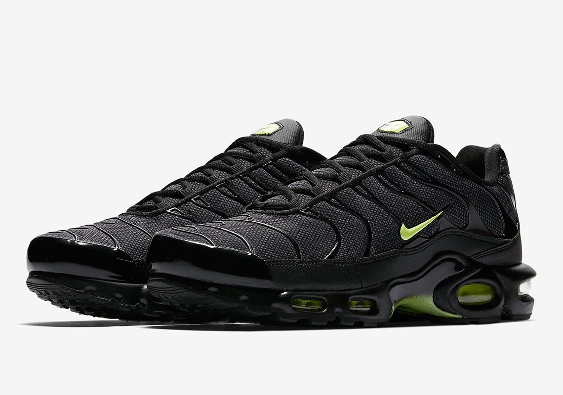 713434088e41 Nike Adds An Air Max Plus To Its Night Ops Pack