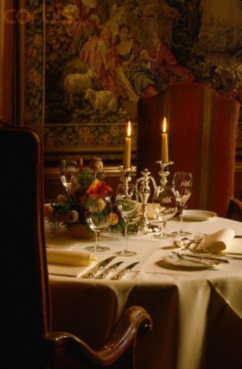 Pin By My Storybook On Reign Salle A Manger Table A Manger Salle