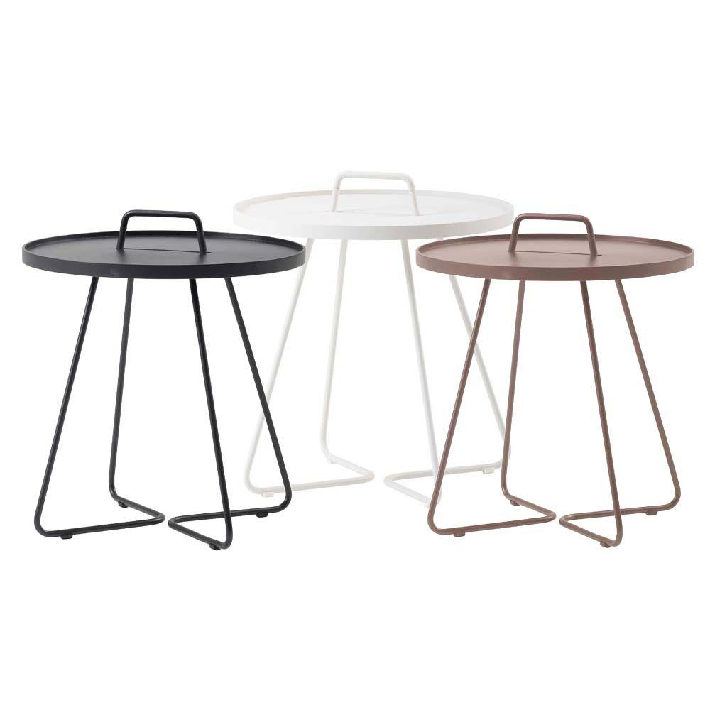 Cane Line Grosser Beistelltisch On The Move Beistelltisch Metallmobel Tragbarer Tisch