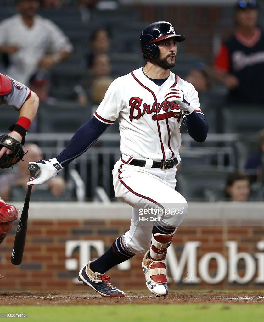 Right Fielder Nick Markakis Of The Atlanta Braves Hits A 2 Run Rbi Atlanta Braves Atlanta Braves Baseball Braves
