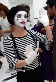 disfraz de mimo para mujer maquillaje