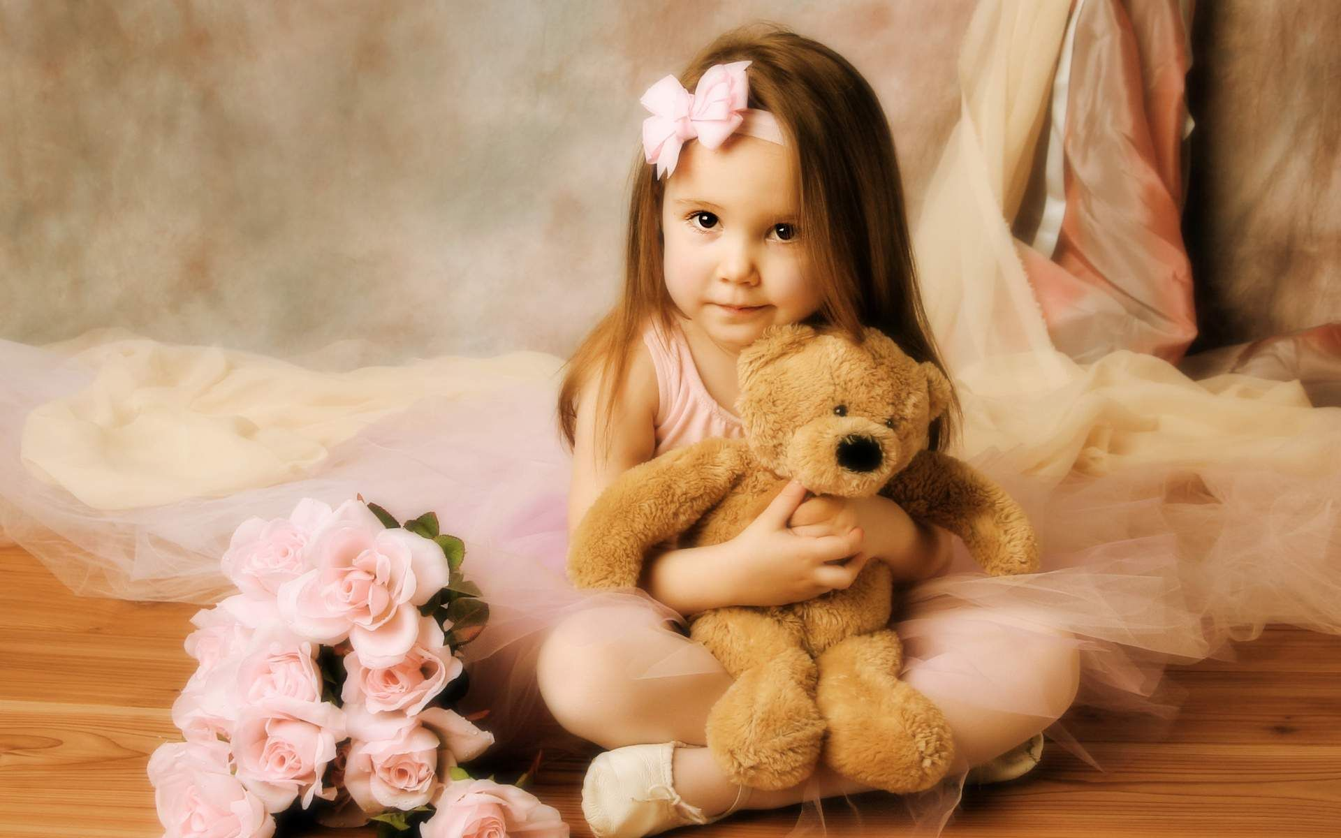 Girls-With-Teddy Bear HD Wallpapers & Images | Pics | Father