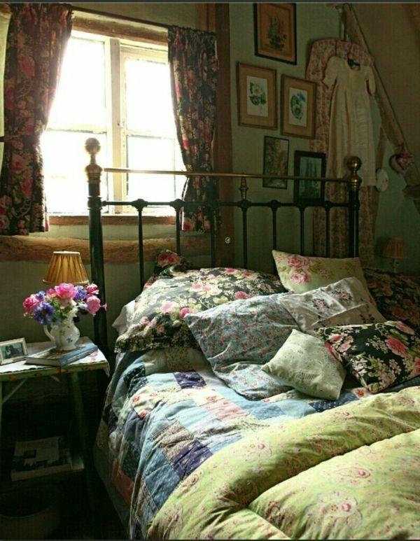 Schlafzimmer Mit Bunten Bettwäschen, Kissen Und Vorhängen   Bettwäsche Und  Kissen U2013 35 Inspirierende Ideen