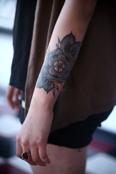 beautiful flower tattoo. love the placement too