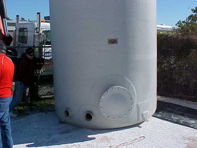 Fiberglass Tank 10 000 Gallons 24 Feet In Height Unloading And Setting Procedure From Amprotec Net Water Tank Tank Gallon