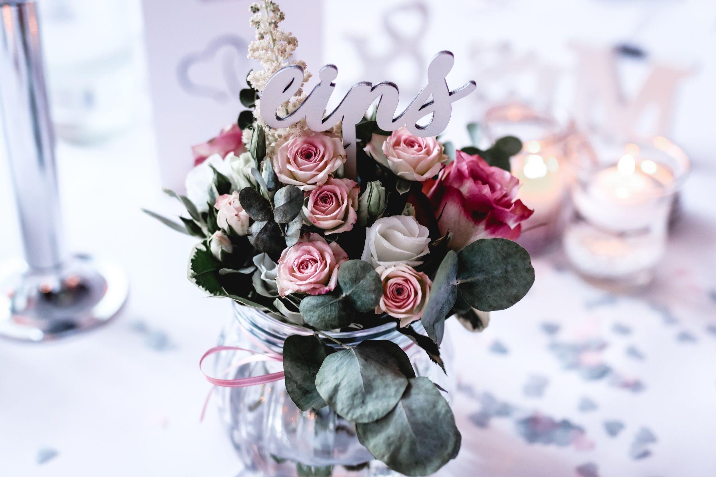 Tischdeko Hochzeit Rosa Weiss Eukalyptus Tischdeko Pinterest