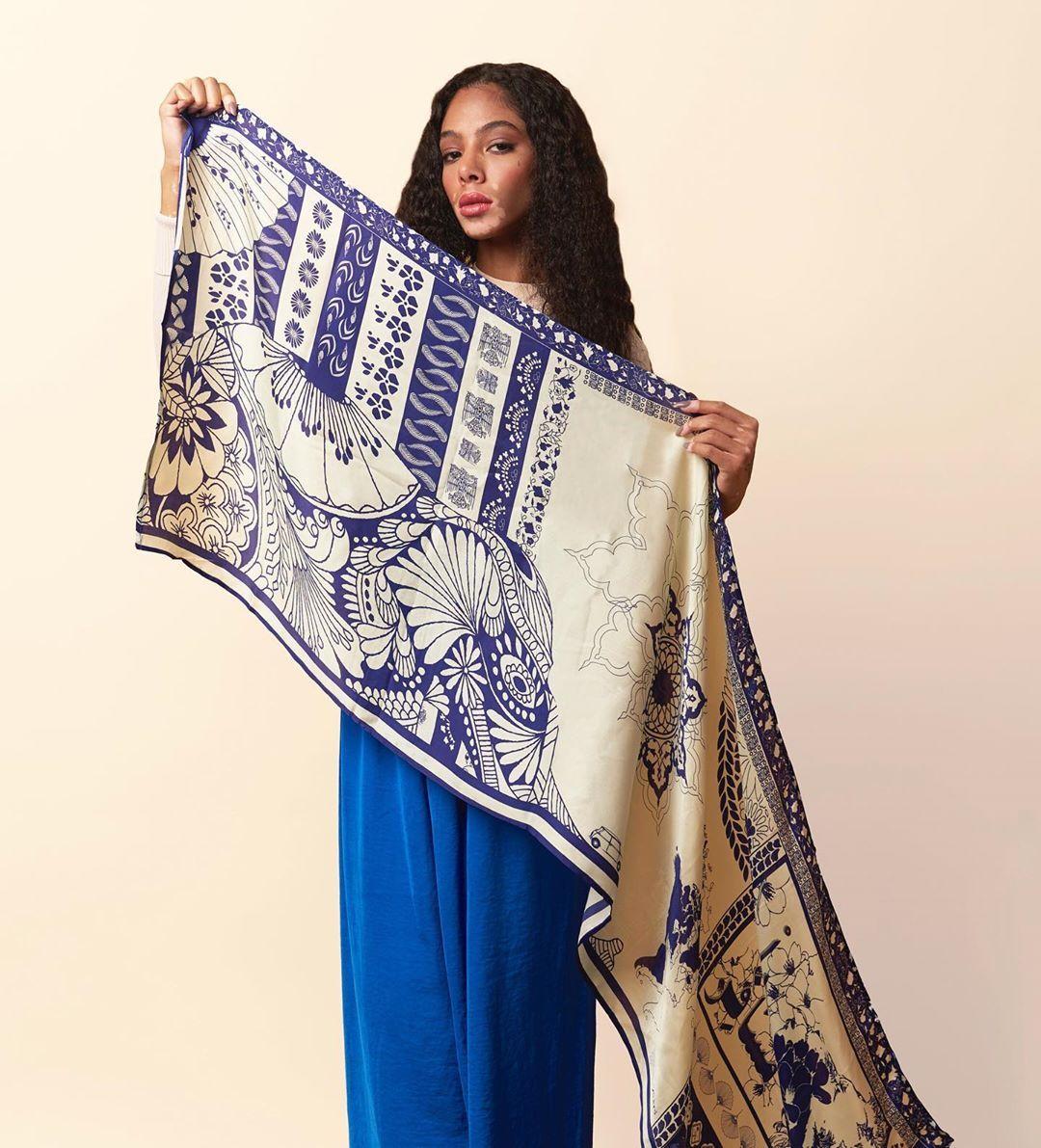 Foulard فولار On Instagram يا مسافر Our Monochrome Lamshaml Scarf Is Available In Silk Cotton Shop Online Www Foulardstore Fashion Saree Scarf