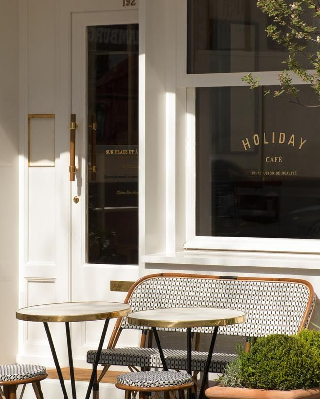 Une Pause A L Holiday Cafe Facade Restaurant Design Interieur De Cafe Idee Deco Restaurant