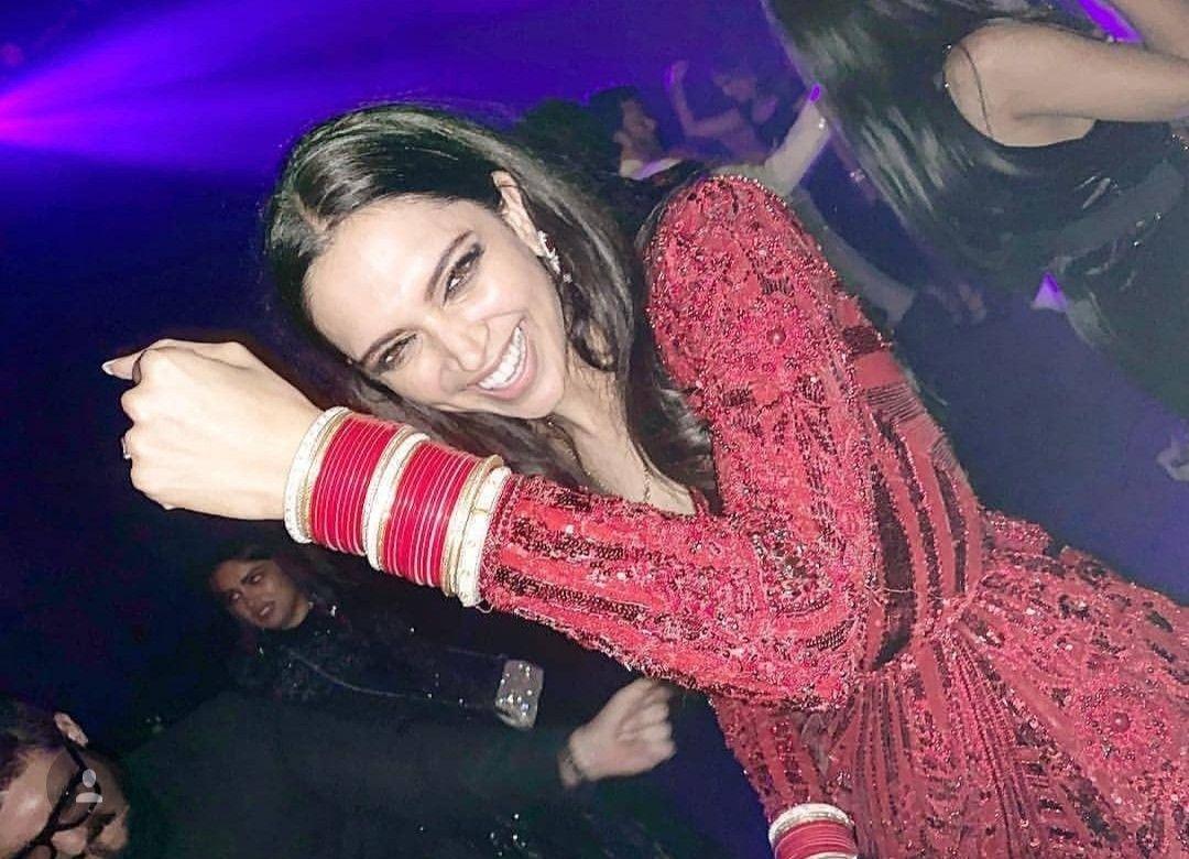 Deepika Showing Off Her Chudaa Deepika Padukone Style Bollywood Celebrities Deepika Padukone