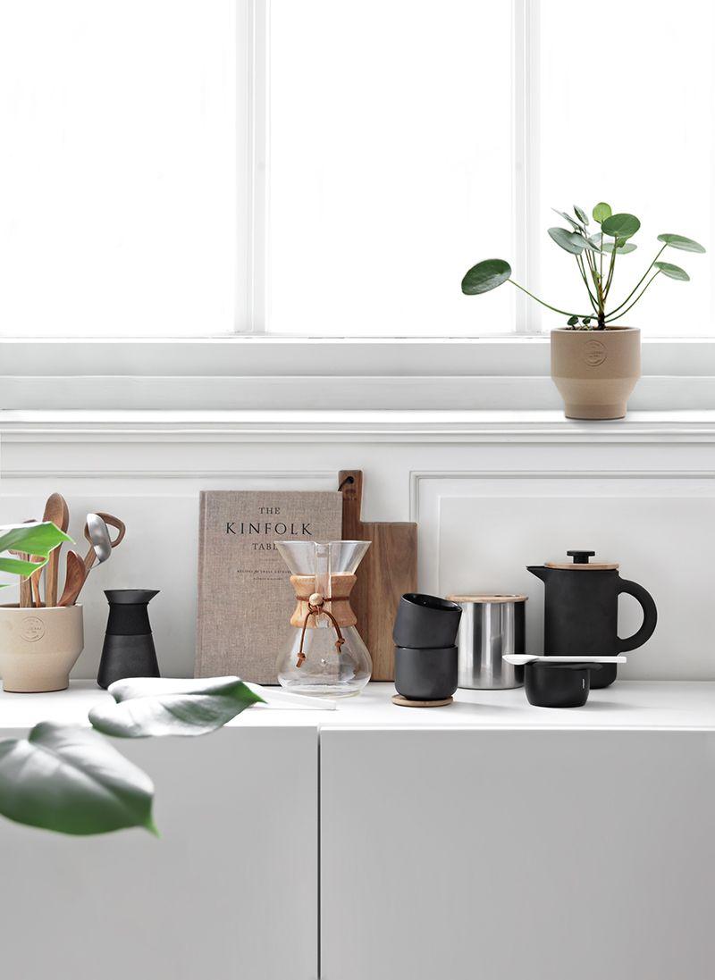 Terracota pots in the kitchen  Agencement cuisine, Deco, Decoration