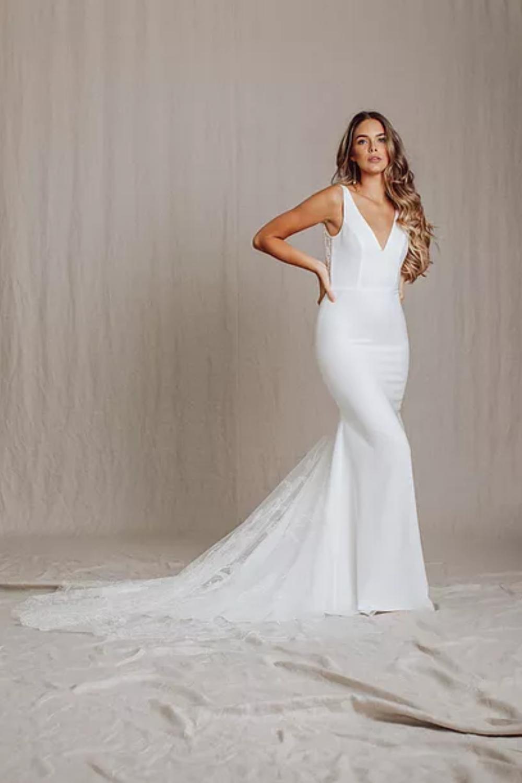 Rhyan Available At The Modern Bride Modern Bride Dress Dresses Modern Bride [ 1500 x 1000 Pixel ]