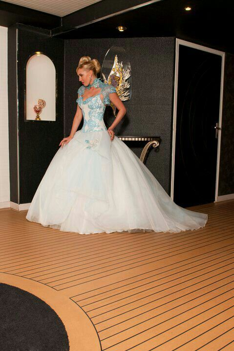 Delicieux Wedding Dress With Blue Accents