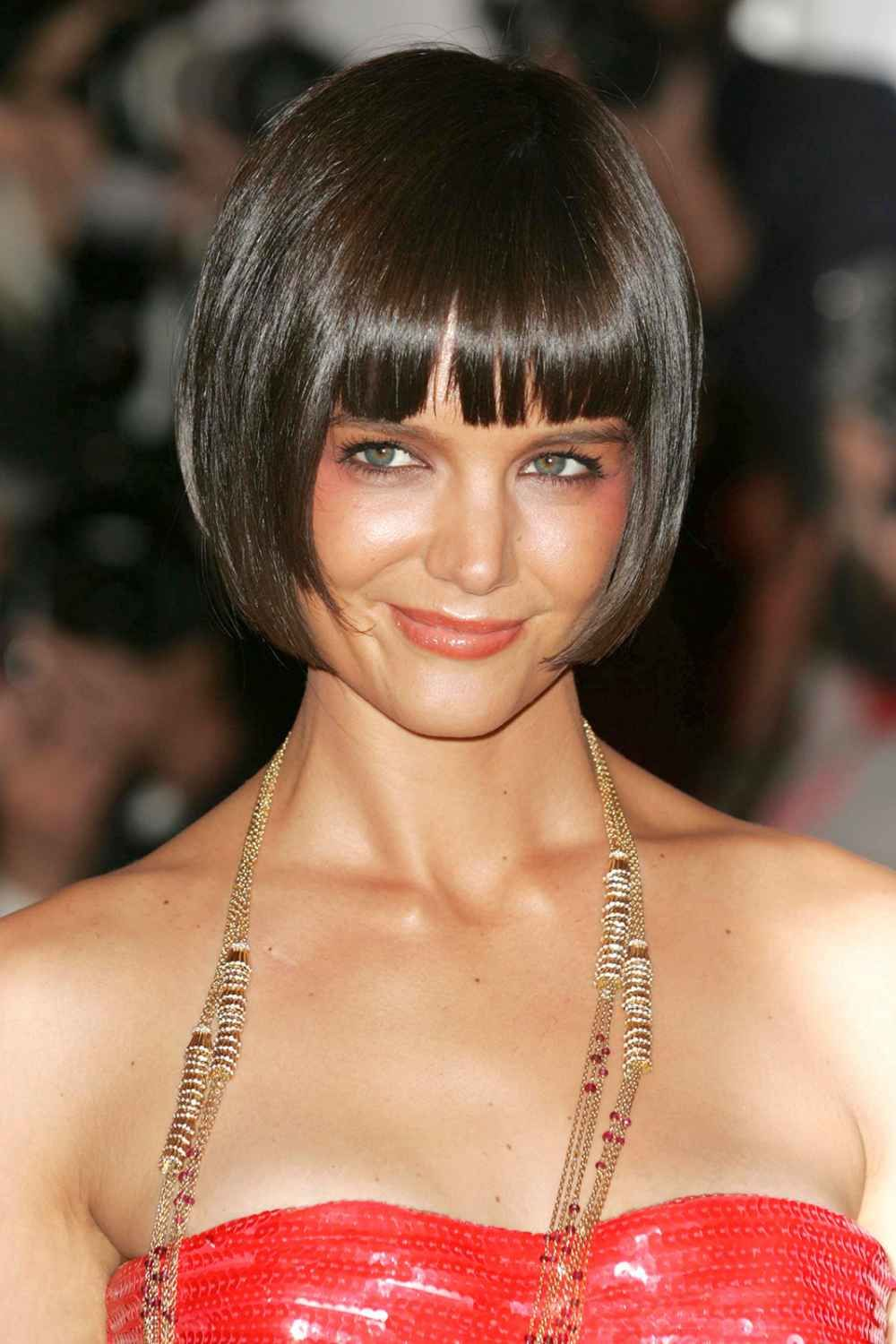 Best Celebrity Makeunders - Celebs With No Makeup   Katie holmes haircut, Celebrity short hair ...