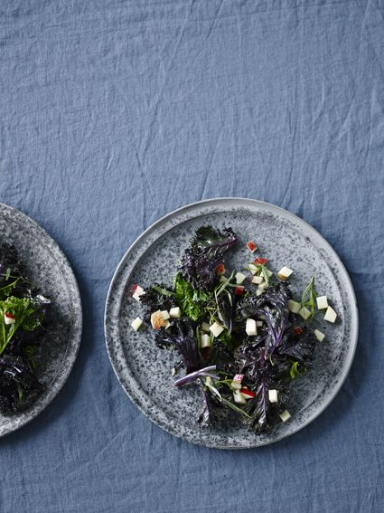 Fried kale with tarragon and apples