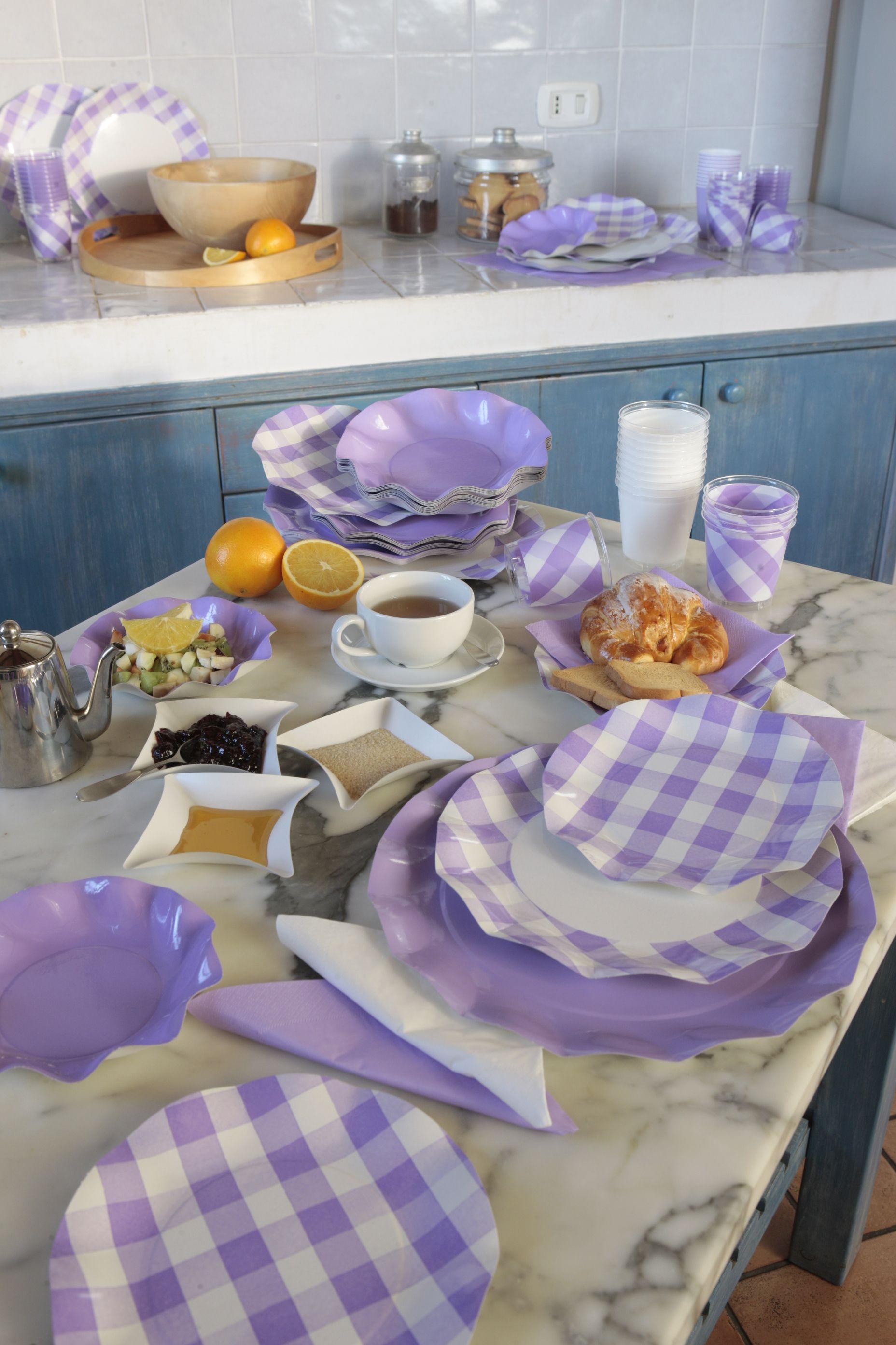 Coordinato tavola usa e getta vichy lilla piatti in - Disposizione bicchieri in tavola ...
