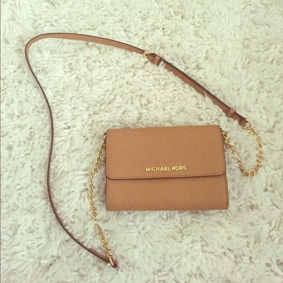 58a7ba82049884 Michael Kors 2 in 1 wallet crossbody bag Detachable straps can be used as wallet  alone Michael Kors Bags Crossbody Bags | Paris Fashion Weeks | Fashion, ...