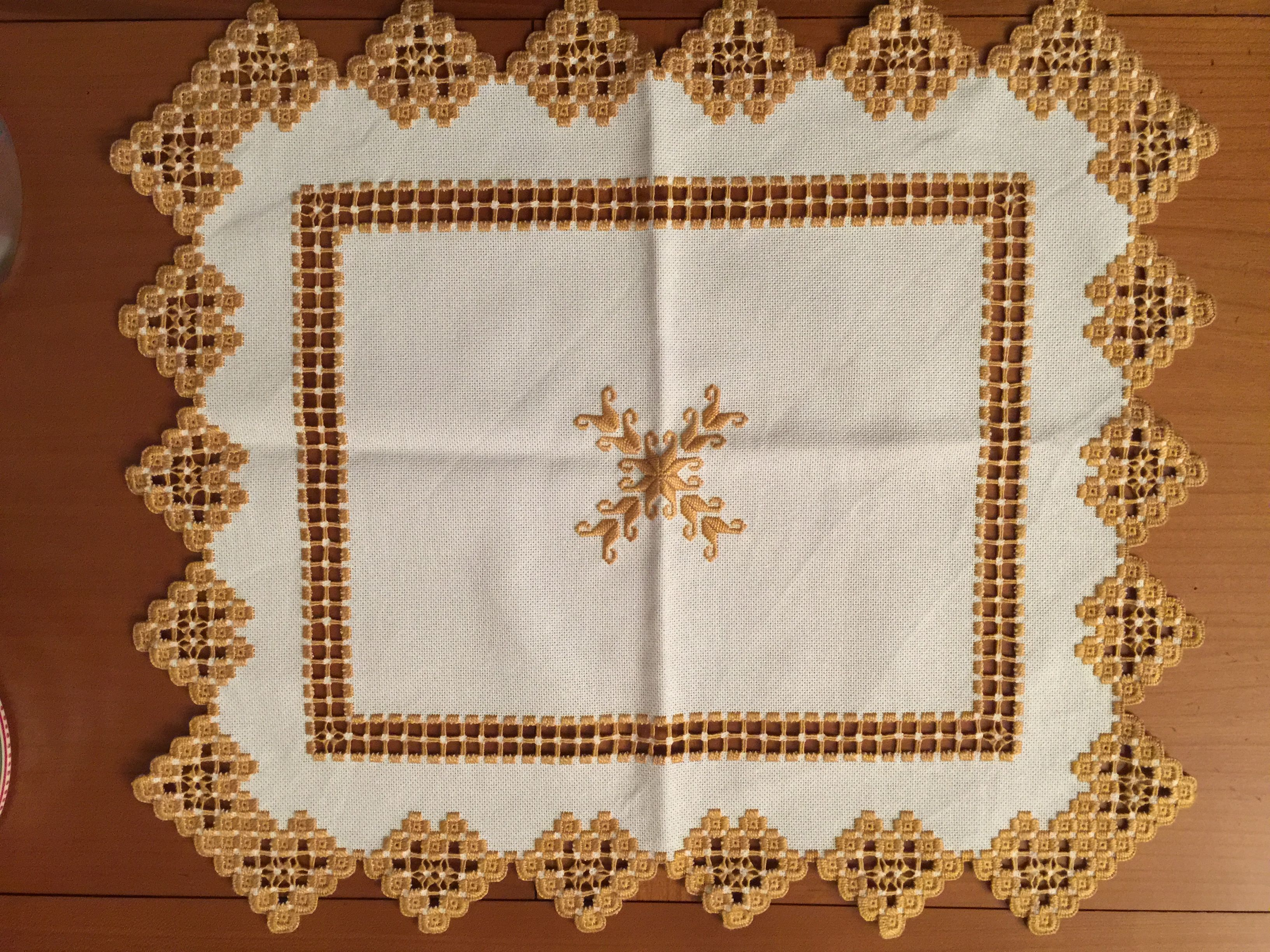 Set de table en technique Hardanger