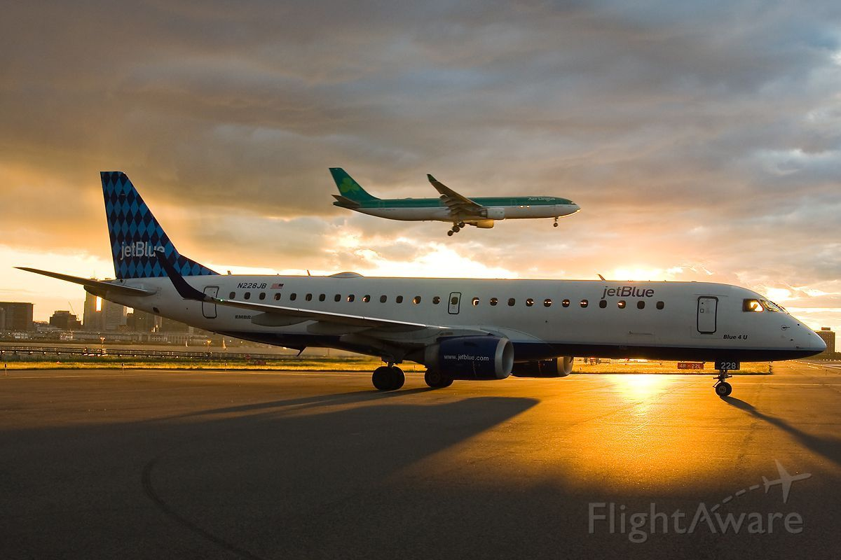 Photo of JetBlue E190 (N228JB) FlightAware Aviation