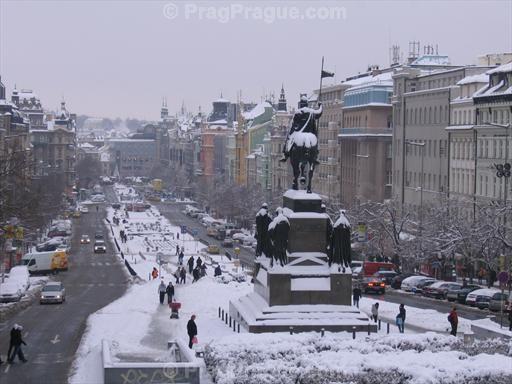 Prague wenceslas square covered with snow prague winter - Office de tourisme de prague ...