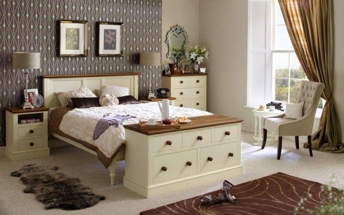 Awesome Englischer Landhausstil Schlafzimmer Einrichten Holzmobel  Mustertapete Nachtkonsole Kommode Check More At Http://