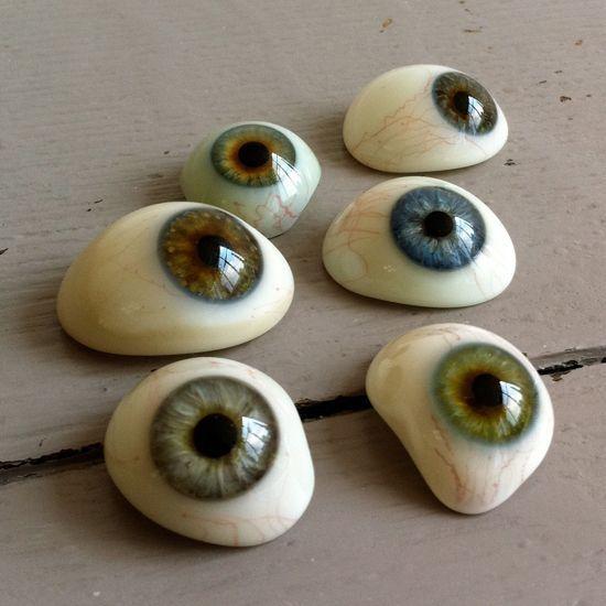 creepy cool craft idea - paint eyeball rocks normally I don\'t \